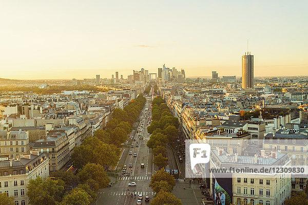 Frankreich  Paris  Blick auf die Stadt mit La Defense im Hintergrund