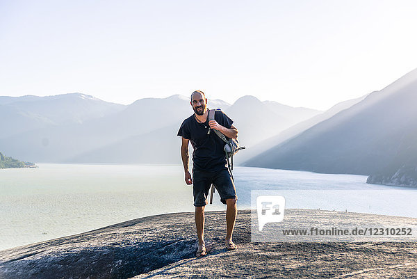 Porträt eines jungen Mannes auf dem Malamute  Squamish  Kanada