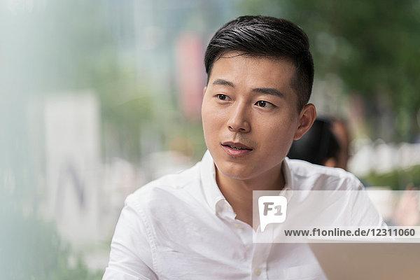 Porträt eines Geschäftsmannes  im Freien