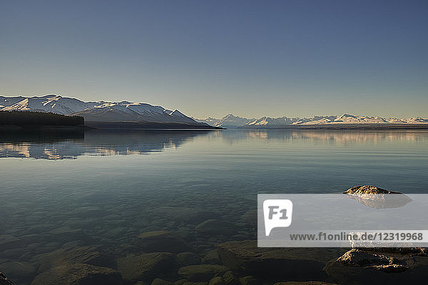 View across Lake Pukaki to Mount Cook (Aoraki) and neighbouring mountains  Mount Cook National Park  UNESCO World Heritage Site  Southern Alps  South Island  New Zealand  Pacific