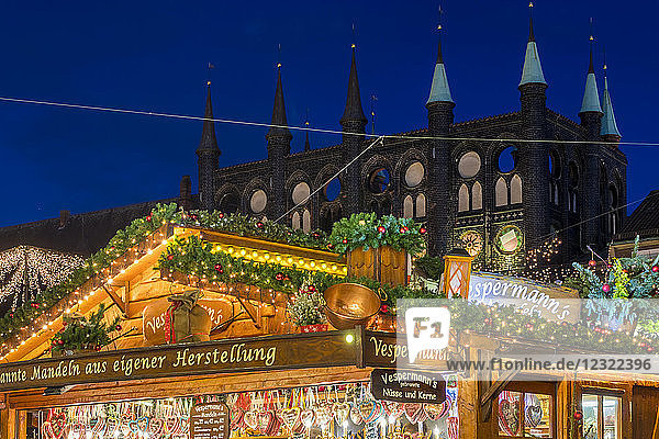 Christmas market at the town hall square at dusk  Lubeck  Schleswig-Holstein  Germany  Europe
