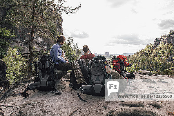Germany  Saxony  Elbe Sandstone Mountains  friends on a hiking trip having a break