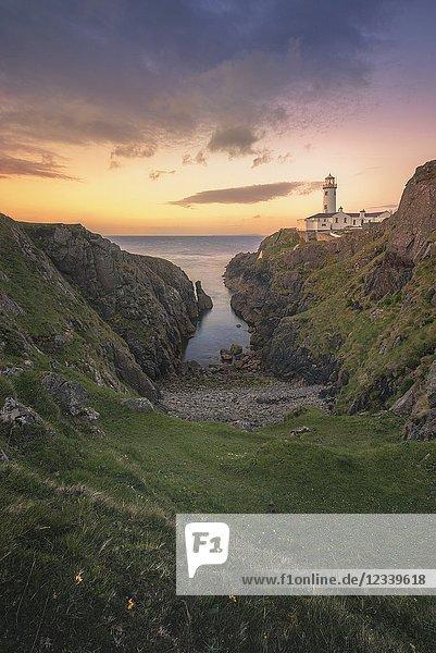Fanad Head (Fánaid) lighthouse  County Donegal  Ulster region  Ireland  Europe. Sunrise at Fanad Head Lighthouse.