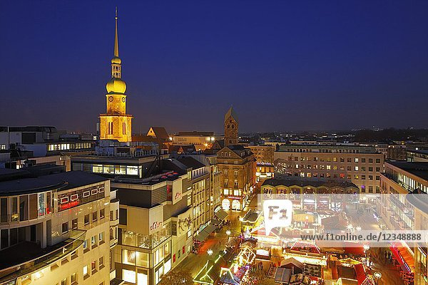 Dortmund  D-Dortmund  Ruhr area  Westphalia  North Rhine-Westphalia  NRW  city view  panoramic view  Alter Markt  old market place  Reinoldi church  Marys church  evangelic churches  business houses  Advent  Christmas  Christmas fair  evening mood  blue hour  Christmas lighting  illumination.