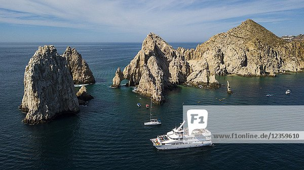 Natural arch of Cabo San Lucas in Baja California Sur in Mexico.