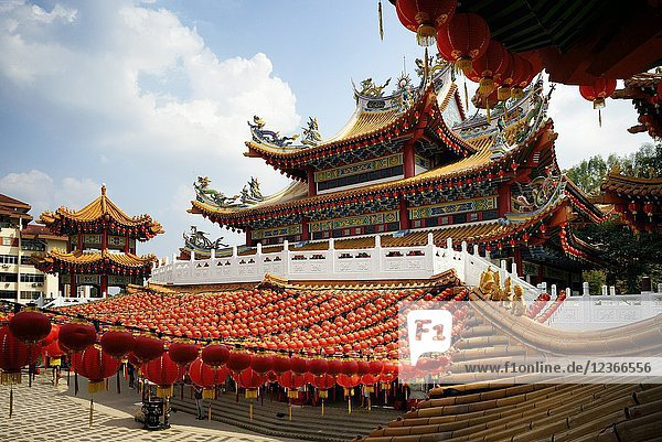 Malaysia  Selangor State  Kuala Lumpur  Thean Hou Temple  one of the largest Chinese temple in South East Asia  decorated with lanterns during Chinese New Year