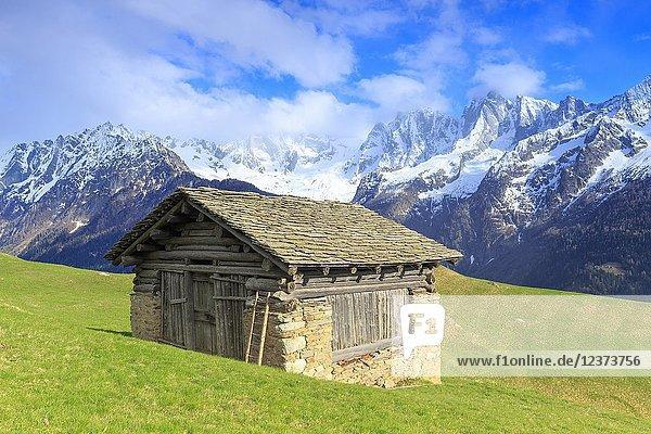 Traditional huts with Pizzo Badile and Masino-Bregaglia group in the background. Soglio  Val Bregaglia(Bregaglia Valley)  Graubünden  Switzerland  Europe.