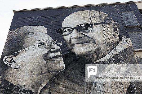 Liebevolles Senioren-Pärchen  Mural vom britischen Streetart-Künstler Ben Slow  The Crystal Ship Festival 2018  Ostende  West-Flandern  Belgien  Europa