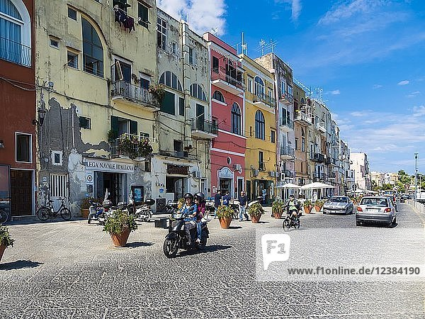 Via Romana an der Marina di Corricella  Insel Procida  Phlegräische Inseln  Region Neapel  Kampanien  Italien  Europa