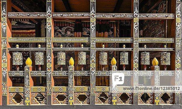 Gebetsmühlen und Wandmalerei in Klosterfestung  Trongsa Dzong  Trongsa  Himalaja-Region  Bhutan  Asien