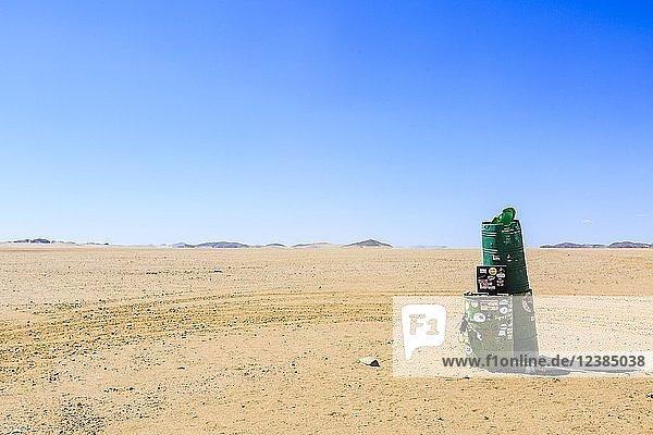 Wegmarkierung Groendrom im Hartmannstal  Region Kunene  Namibia  Afrika