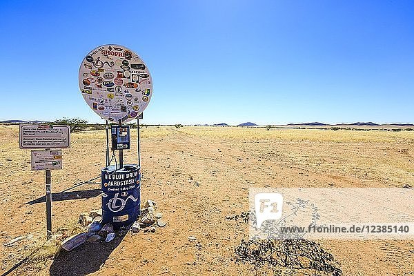 Wegmarkierung Bloudrom am Eingang zum Hartmannstal  Region Kunene  Namibia  Afrika