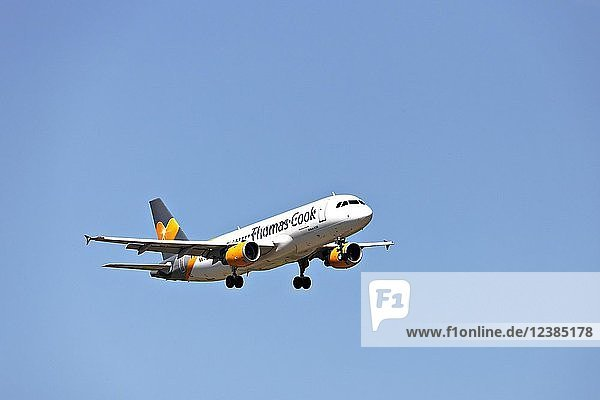 Thomas Cook Airbus A320 passenger aircraft  on landing approach to Franz Josef Strauss Airport  Munich  Upper Bavaria  Germany  Europe