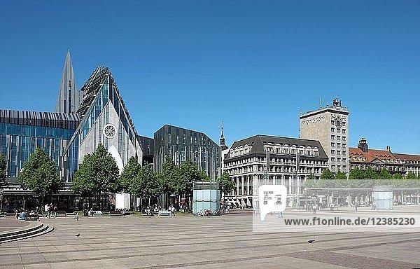Augustusplatz mit Paulinum und Kroch-Hochhaus  Leipzig  Sachsen  Deutschland  Europa