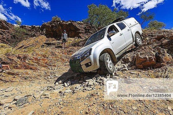 Geländewagen im van Zyls Pass  Region Kunene  Namibia  Afrika