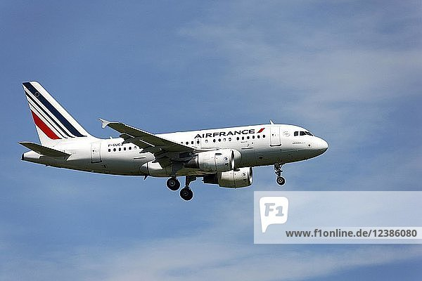 Airfrance Airbus A318  on landing approach to Franz Josef Strauss Airport  Munich  Upper Bavaria  Germany  Europe