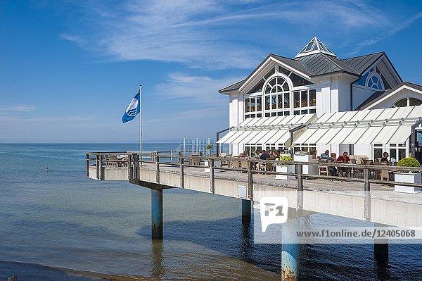 Coast with detail of the pier  Sellin  Rügen  Mecklenburg-Vorpommern  Deutschland  Europe.