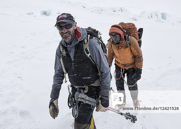 Nepal  Solo Khumbu  Everest  Sagamartha National Park  Mountaineers arriving at Western Cwm