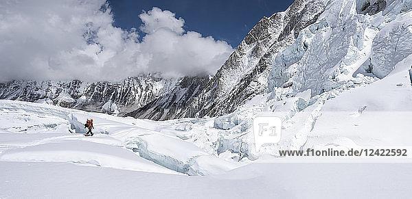 Nepal  Solo Khumbu  Everest  Sagamartha National Park  Mountaineer at Western Cwm