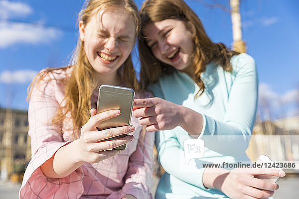Russia  Moscow  teenage girls with smartphones in the city