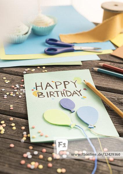 Basteln einer Geburtstagskarte