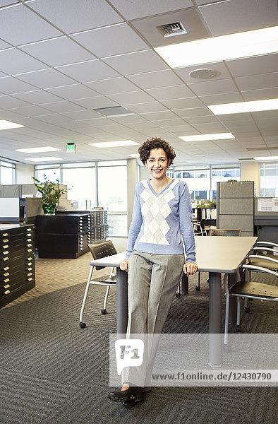 Das Porträt einer Geschäftsfrau in ihrem Büro.