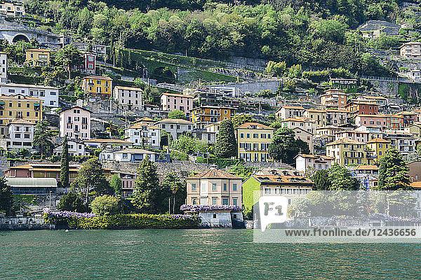 Beautiful Italian villas on waterfront of Lake Como  Lombardy  Italian Lakes  Italy  Europe