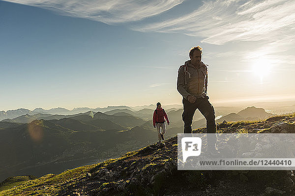Austria  Salzkammergut  Couple hiking in the mountains