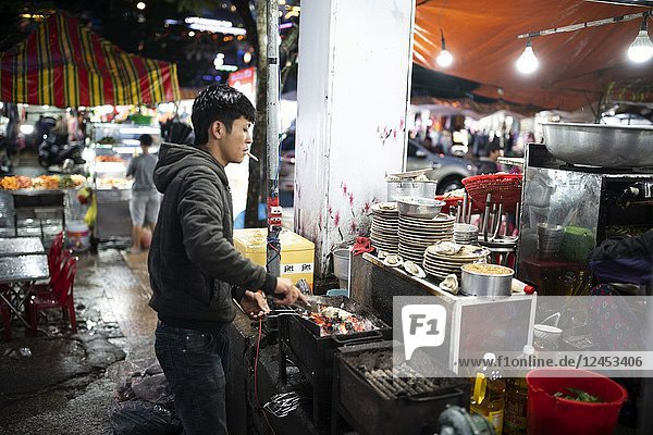 Street Vendor in Da Lat City  Vietnam selling fresh seafood on the sidewalk. Seafood is a favorite dinner food of Vietnames people  Dalat  Vietnam Late night market  Vietnam