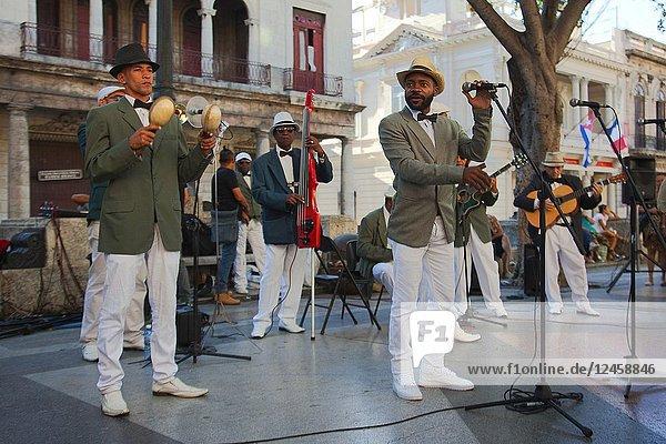 Cuban band playing latin music at Paseo del Prado at the center Havana  La Habana  Cuba  Central America
