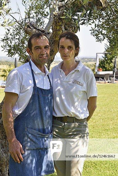 Couple employees of Vale do Manantio Estate  Moura  Alentejo region  Portugal  southwertern Europe.