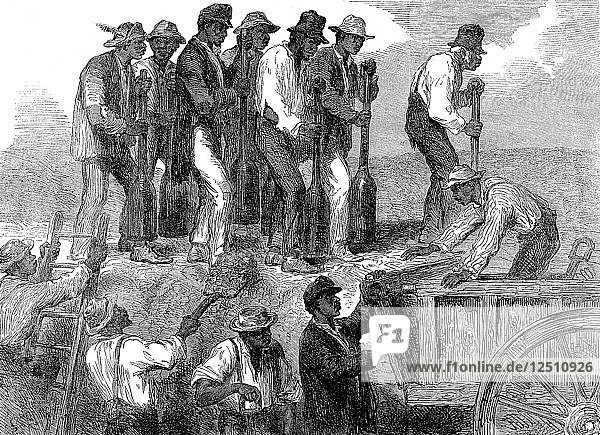 Negro labour strengthening the fortifications of Savannah  Georgia  American Civil War  1863. Artist: Unknown