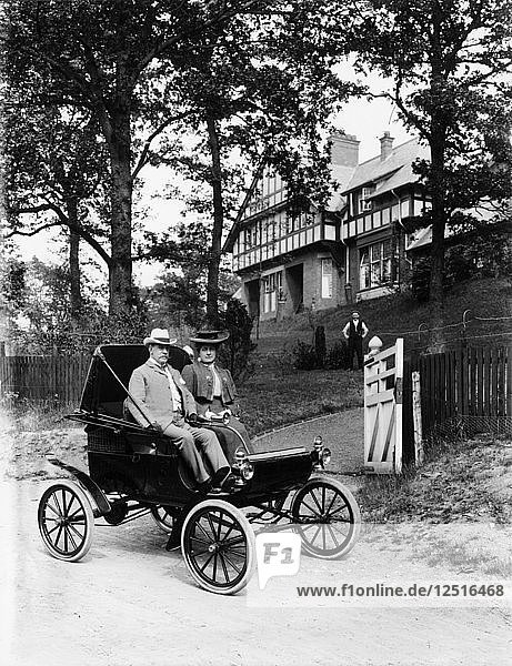 An Oldsmobile Curved Dash  1902. Artist: Unknown