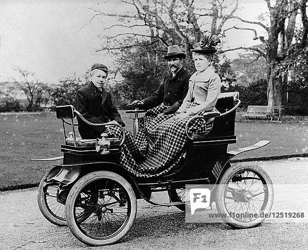 People in a De Dion Vis-a-Vis car  1902. Artist: Unknown