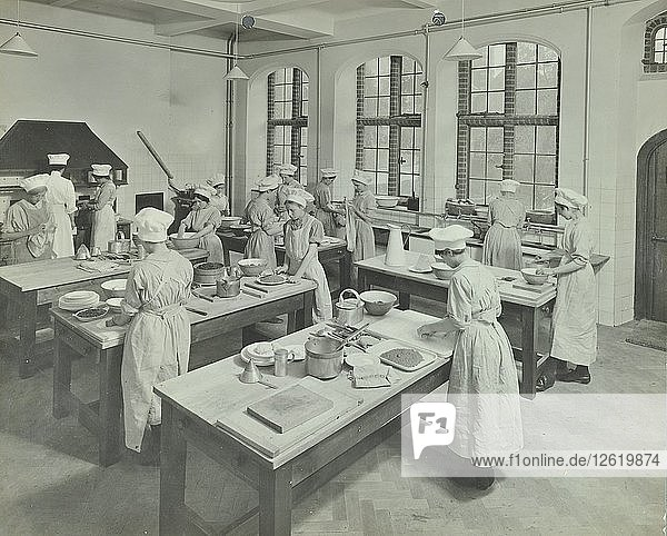 Cookery class  Hammersmith Trade School for Girls  London  1915. Artist: Unknown.