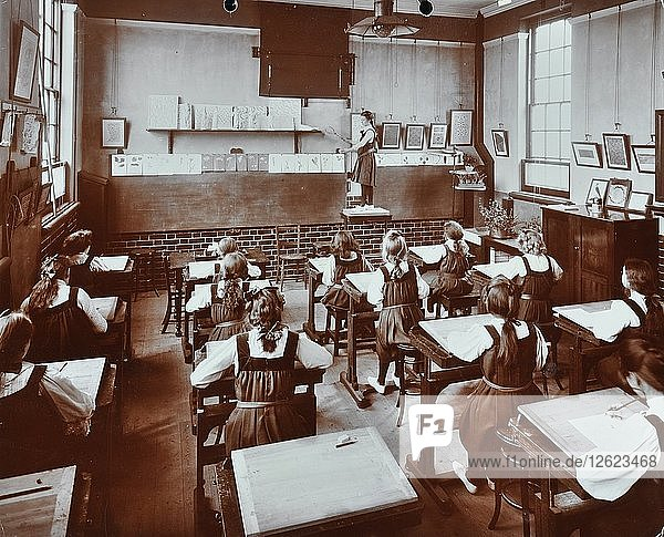 Art lesson  Fulham County Secondary School  London  1908. Artist: Unknown.
