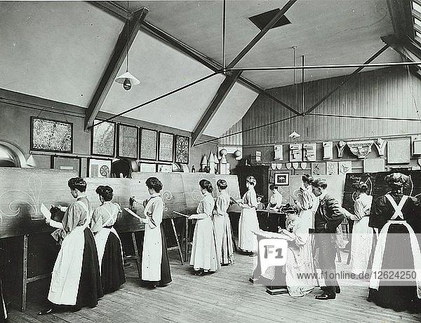 Art class for female students  Battersea Polytechnic  London  1907. Artist: Unknown.