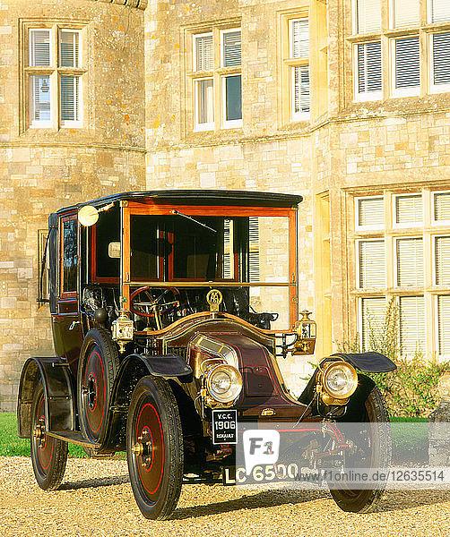 1906 Renault. Artist: Unknown.