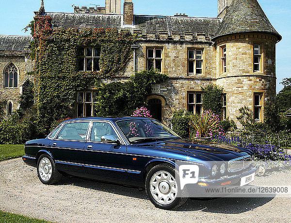 2000 Daimler saloon. Artist: Unknown.