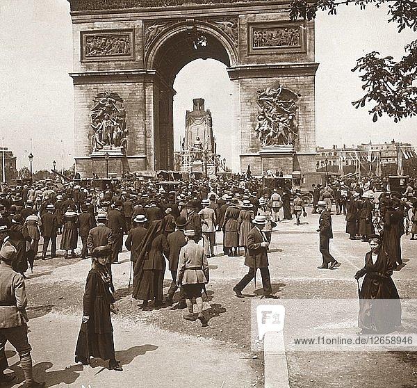 Victory celebration  civilians at the Arc de Triomphe  Paris  France  July 1919. Artist: Unknown.