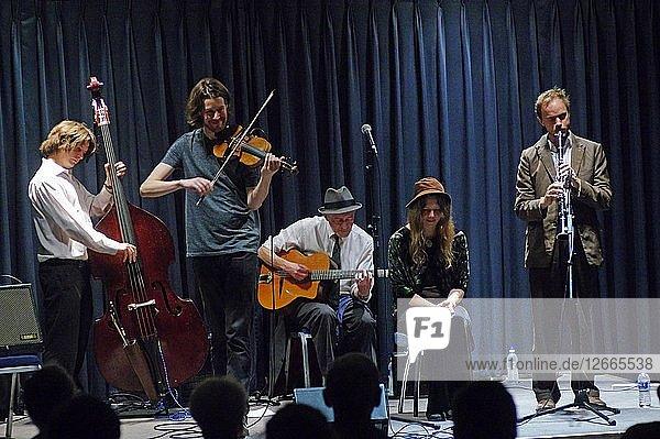Louisa Jones  D OBrien  T Gould JM Fagon and E Bleach  Watermill Jazz Club  Dorking  Surrey  2015. Artist: Brian OConnor.