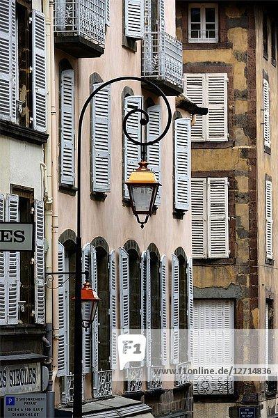 Facades at Rue du Port near Notre-Dame du Port Basilica  historic part of Clermont-Ferrand  Puy-de-Dôme  Auvergne  Auvergne-Rhône-Alpes  France  Europe