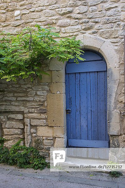 A street scene with a blue door of a house in the medieval village of Goult in the Luberon  Provence-Alpes-Cote d Azur region in southern France.