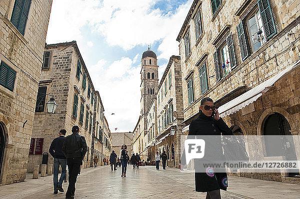 Europe  Croatia  Dubrovnik Neretva shire  Dalmatian coast  Dubrovnik  la vieille ville  the principal street of the city named placa or stradun