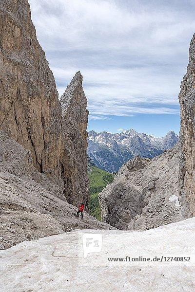 Misurina  Cadini mountains  Dolomites  province of Belluno  Veneto  Italy. A mountaineer on the mountain trail 'Durissini' climbs the Forcella Ciadin Deserto.