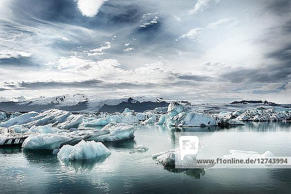 Iceland  South of Iceland  Joekulsarlon glacier lake  icebergs