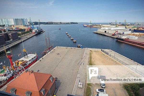 Blick vom Ohlerich-Speicher über den Hafen  Wismar  Mecklenburg-Vorpommern  Deutschland  Europa