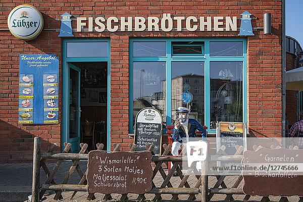 Fisch-Imbiss, Alter Hafen, Wismar, Mecklenburg-Vorpommern, Deutschland, Europa