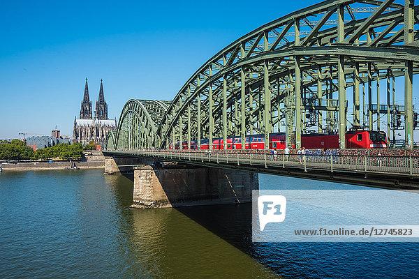 Hohenzollernbrücke und Kölner Dom, Köln, Nordrhein-Westfalen, Deutschland, Europa