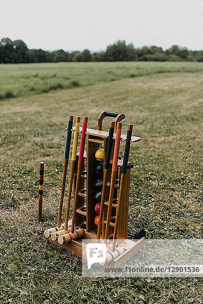 Krocketausrüstungs-Set-Wagen auf Rasen
